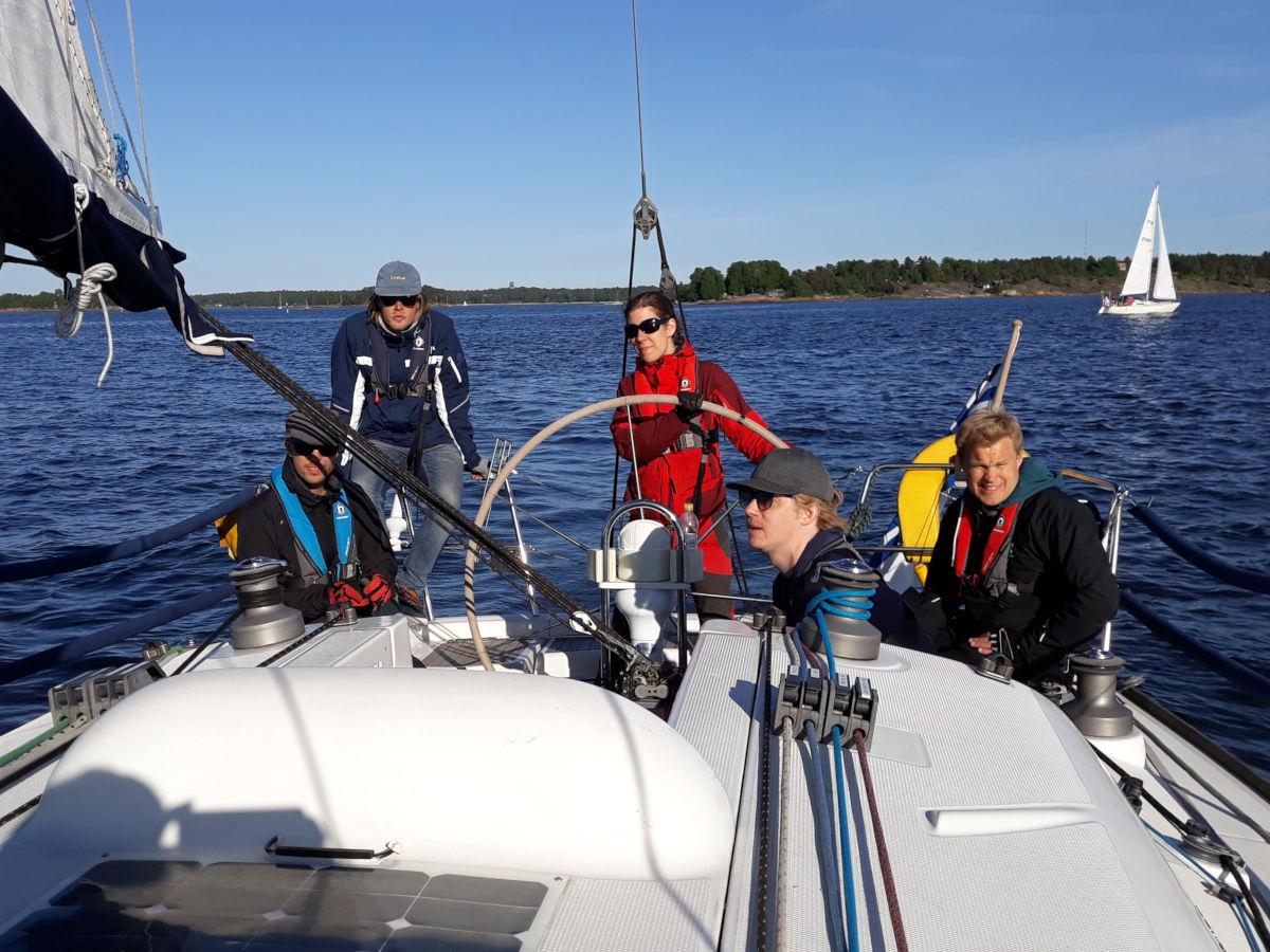 Rad Sails järjestää purjehduskurssit Helsingissä, Turussa, Välimerellä ja Karibialla.
